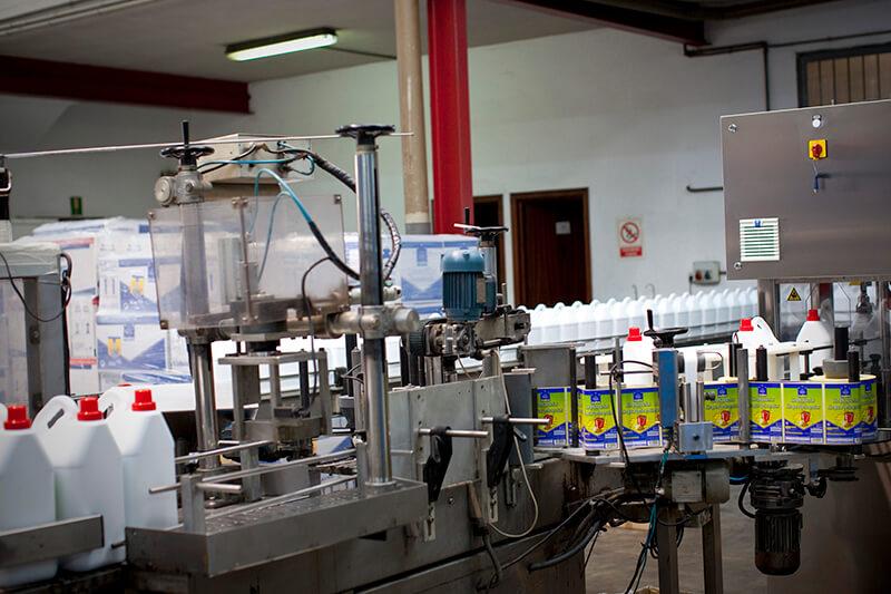 Máquina etiquetadora de envases
